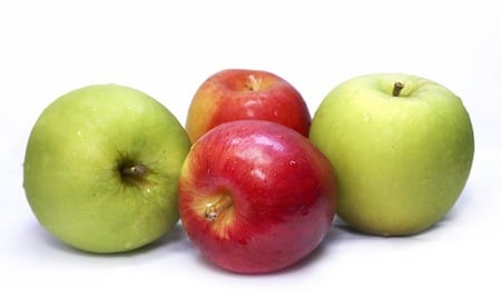 2 green apples and 2 red apples