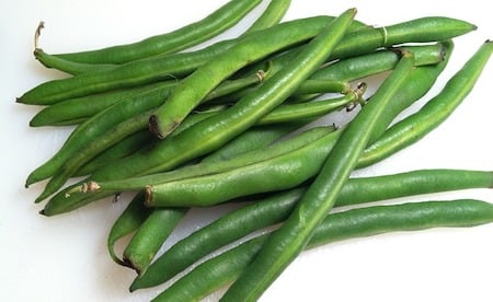 a bunch of green beans, runner beans