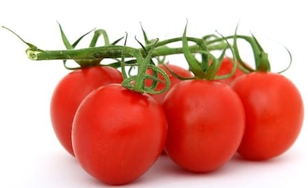 6 red tomatoes